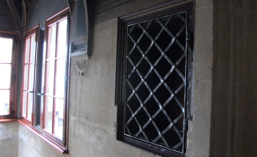 Feu fer forgefeu fer forge forge artisanale d 39 alsace for Fenetre en fer forge moderne